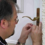 locksmith-picking-door-dublin